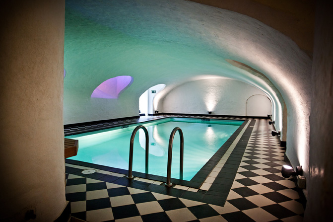 Hotel navarra with its nice hotel pool for Bruges hotels with swimming pools