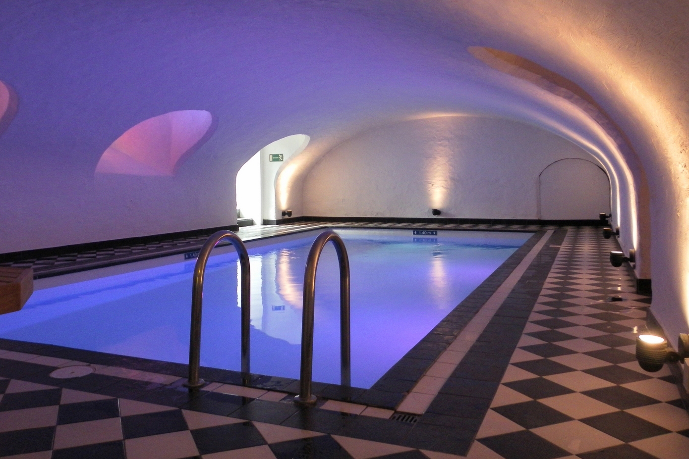 Navarra hotel discover bruges from one of its finest hotels for Bruges hotels with swimming pools