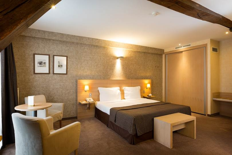 At Hotel Navarra Bruges, we offer a friendly service in a relaxed, most pleasant atmosphere.