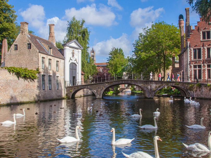 Bruges is internationally known for its art, renowned gourmet food and wide range of leisure activities, and is therefore an excellent city break destination.