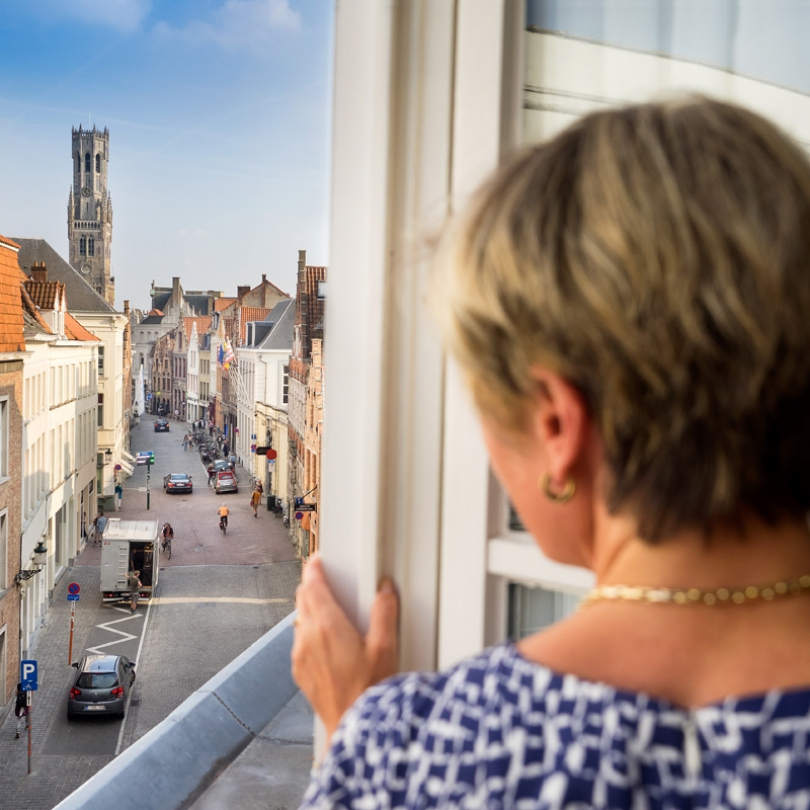 Do you like staying at a hotel in Bruges that is at walking distance of the main places of interest?