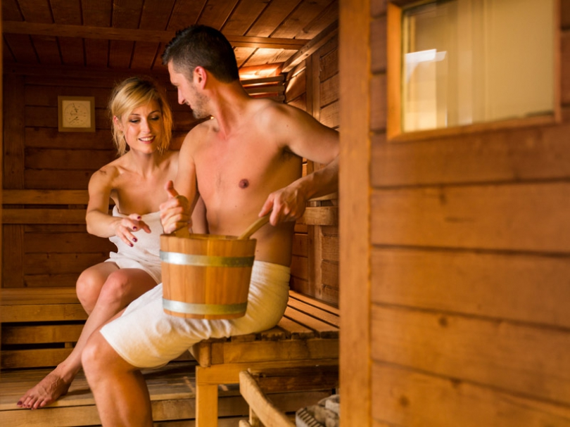 Hotel Navarra offers more than just a warm welcome. You can visit our indoor pool and delightful sauna, for example.
