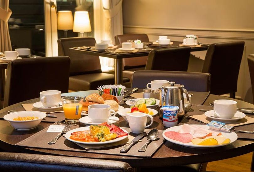 Enjoy a delicious full breakfast during your stay at Hotel Navarra.