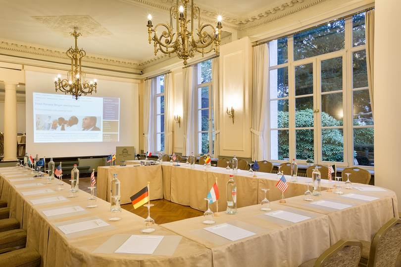 Our meeting rooms are fully equipped to make your meetings as comfortable as possible.