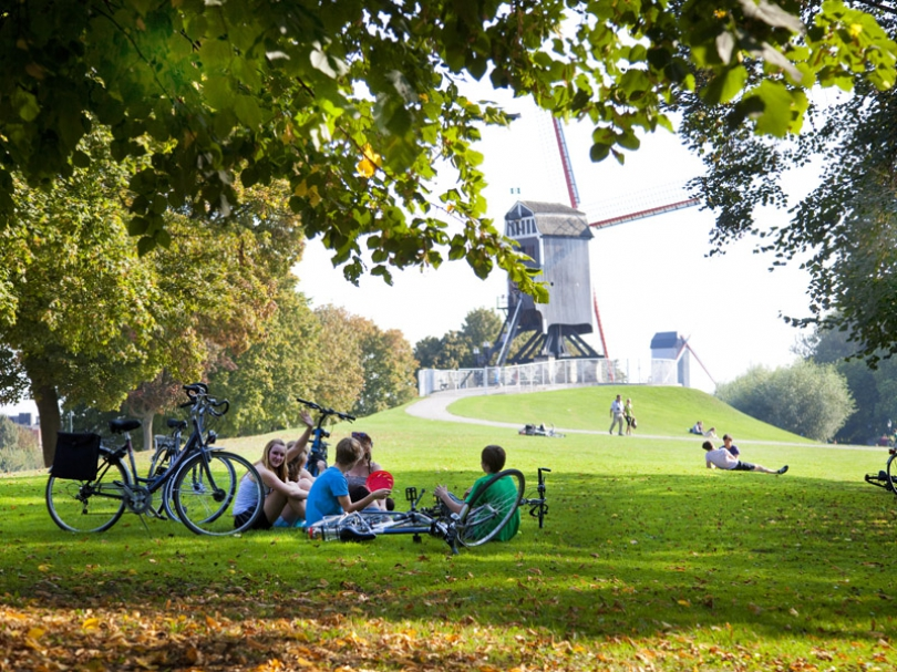 If you like a more active city break in Bruges, you can explore the historic centre of Bruges by bicycle.