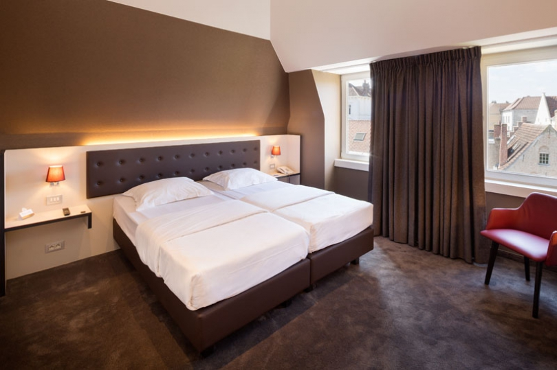 If you want to stay at a hotel for groups in Bruges, welcome to Hotel Navarra.